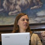Lisa Harvey-Smith presenting