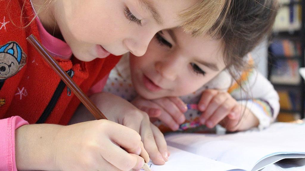 kids writing a message